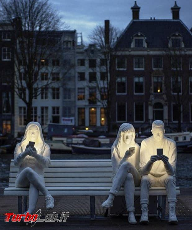 Amsterdam: scultura rappresenta dipendenza smartphone - installazioni-ossessione-smartphone