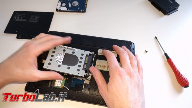 Come installare SSD PC portatile/notebook sostituire/clonare hard disk senza formattare (video-guida definitiva)