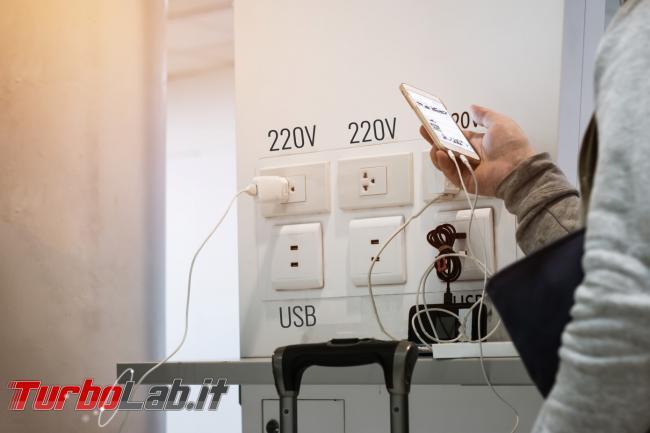 Juice-jacking: punti ricarica USB possono davvero essere pericolosi? - GettyImages-1139580523